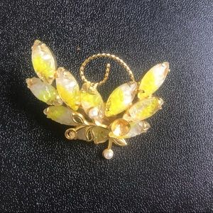 Yellow stone and pearl brooch
